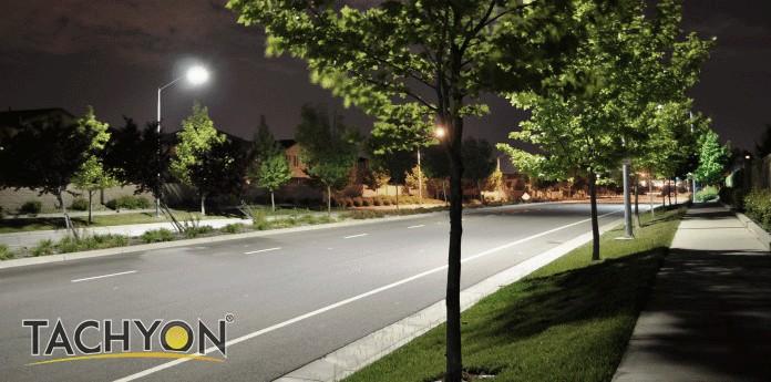 Street light having good lighting uniformity